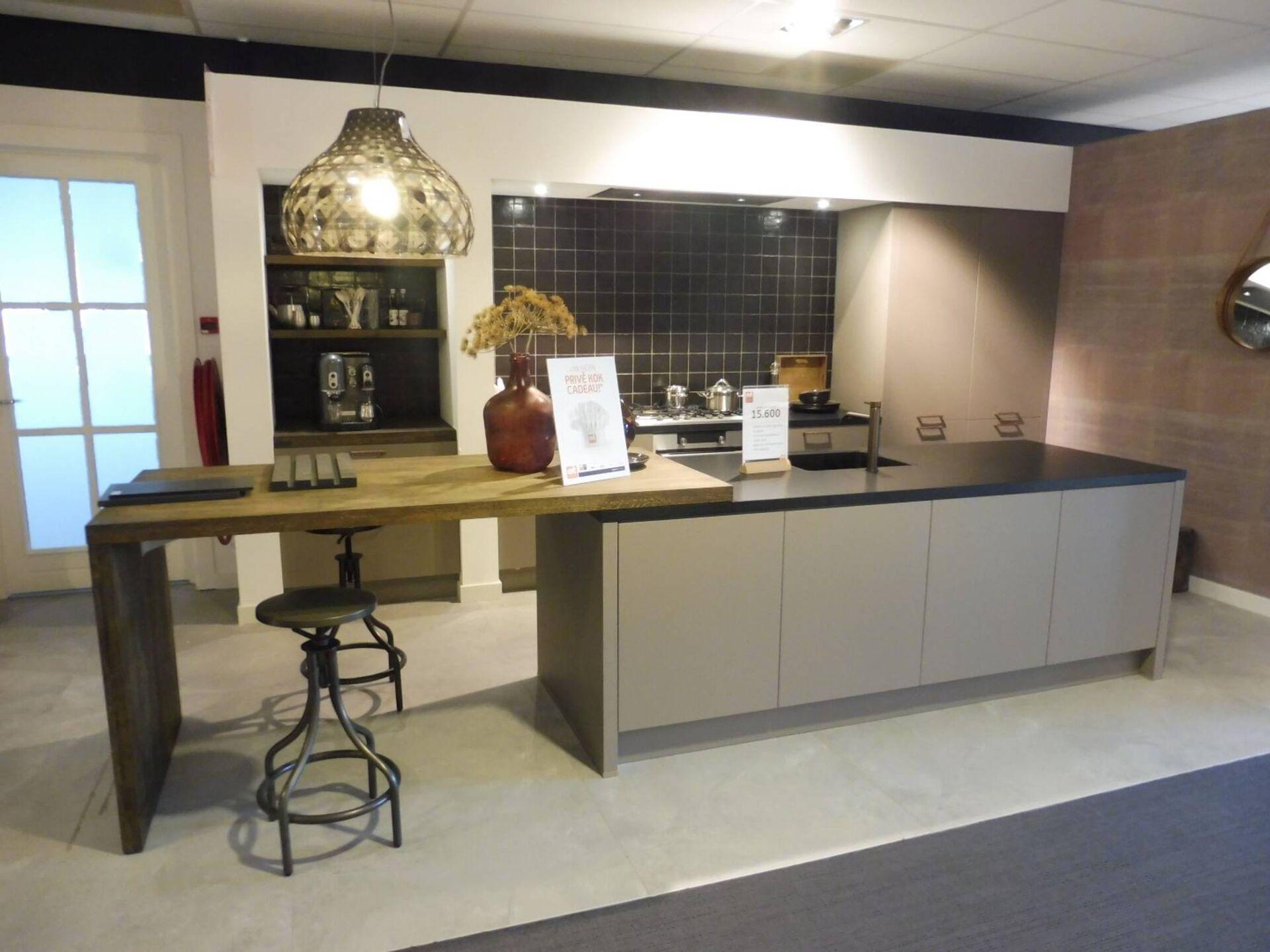 Showroomkeuken Basaltgrijs ultramat CVT keukens Tilburg