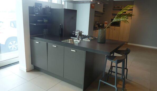Showroomkeuken Antraciet CVT keukens Tilburg