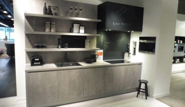Showroomkeuken Parelgrijs spachtelpoets CVT keukens Breda