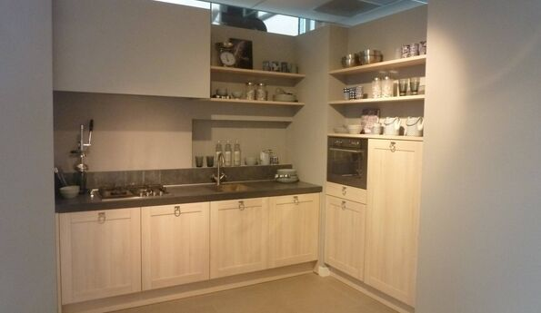 Showroomkeuken Acacia licht CVT keukens Tilburg