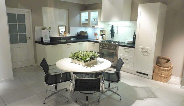 Showroomkeuken Wit CVT keukens Breda