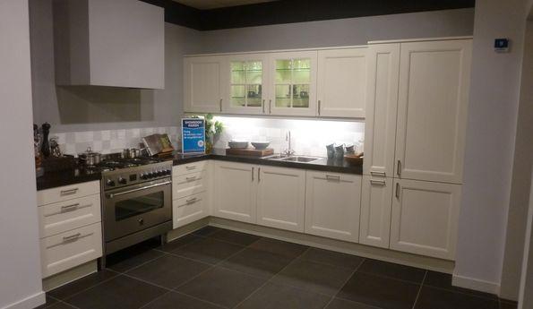 Showroomkeuken Vanille CVT keukens Tilburg