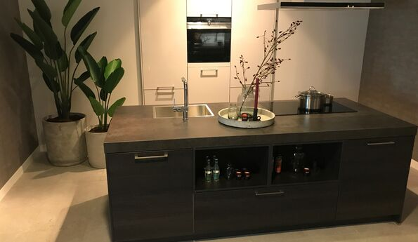 Showroomkeuken Eiken terra CVT keukens Tilburg